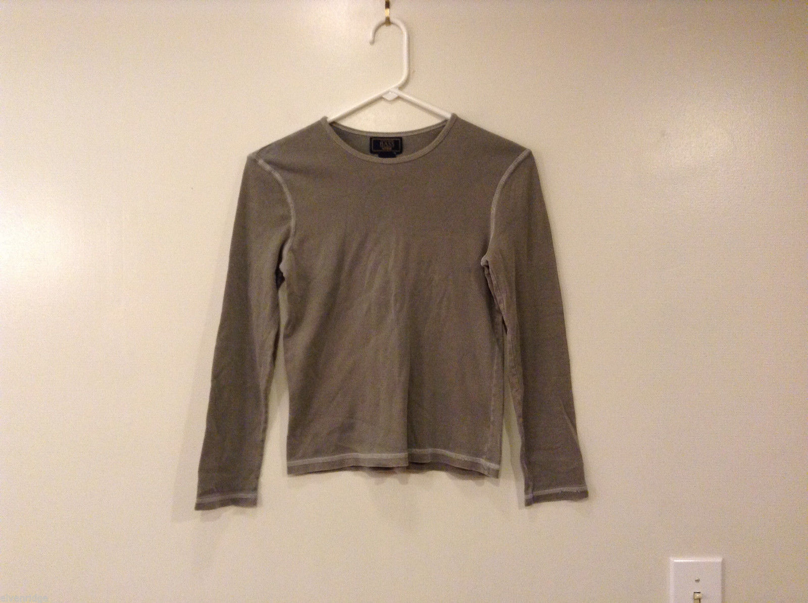 G.H. Bass & Co. Women Size S Gray T-Shirt Tee Top Long Sleeves Contrast Stitches
