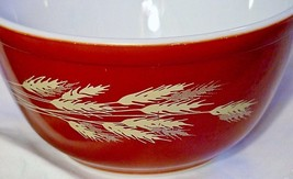 Pyrex Ovenware Bake Round Bowl #402 GC 1.5 Wheat Pattern on Red - $26.68