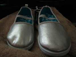 Toddler Girls silver casual shoes size 10 Brand New - $6.50