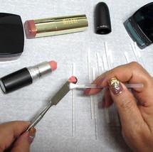 100 Disposable Makeup Applicators White Soft Lipstick Cosmetic Brush Wands #5072 - $16.95