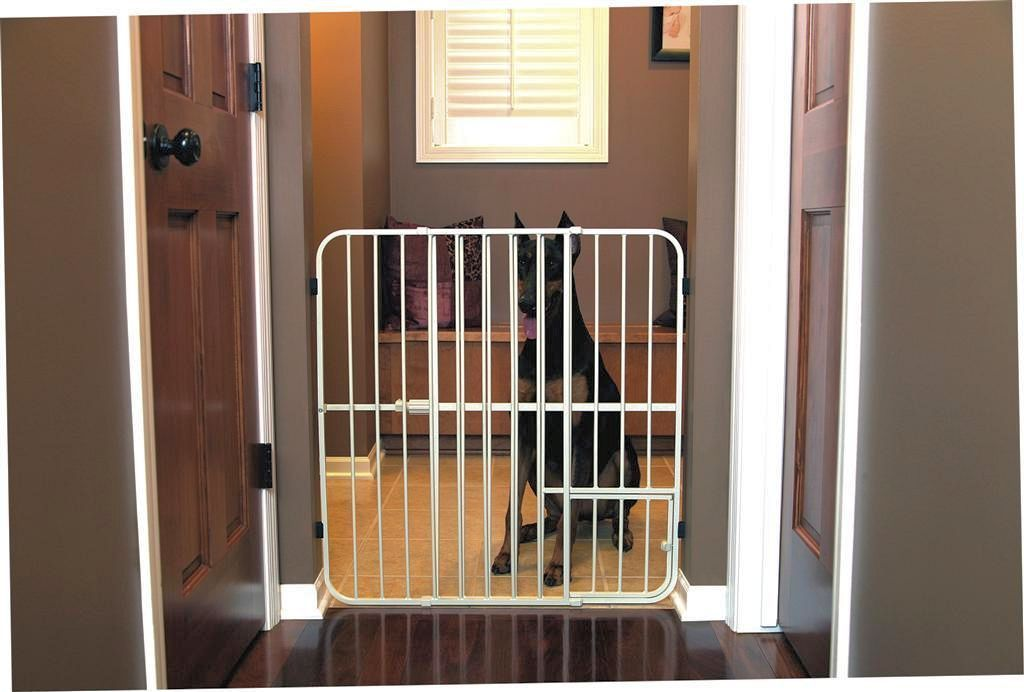 Carlson Big Tuffy Expandable Gate with Small Pet Door 0632