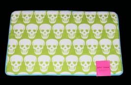 Betsey Johnson White Chartreuse SKULLS Memory Foam 21 x 34 Bath Rug / Mat NWT - $38.99