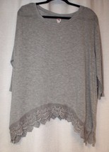 NEW WOMENS PLUS SIZE 2X GRAY SHARKBITE TOP WITH FANCY CROCHET TRIM - $18.37