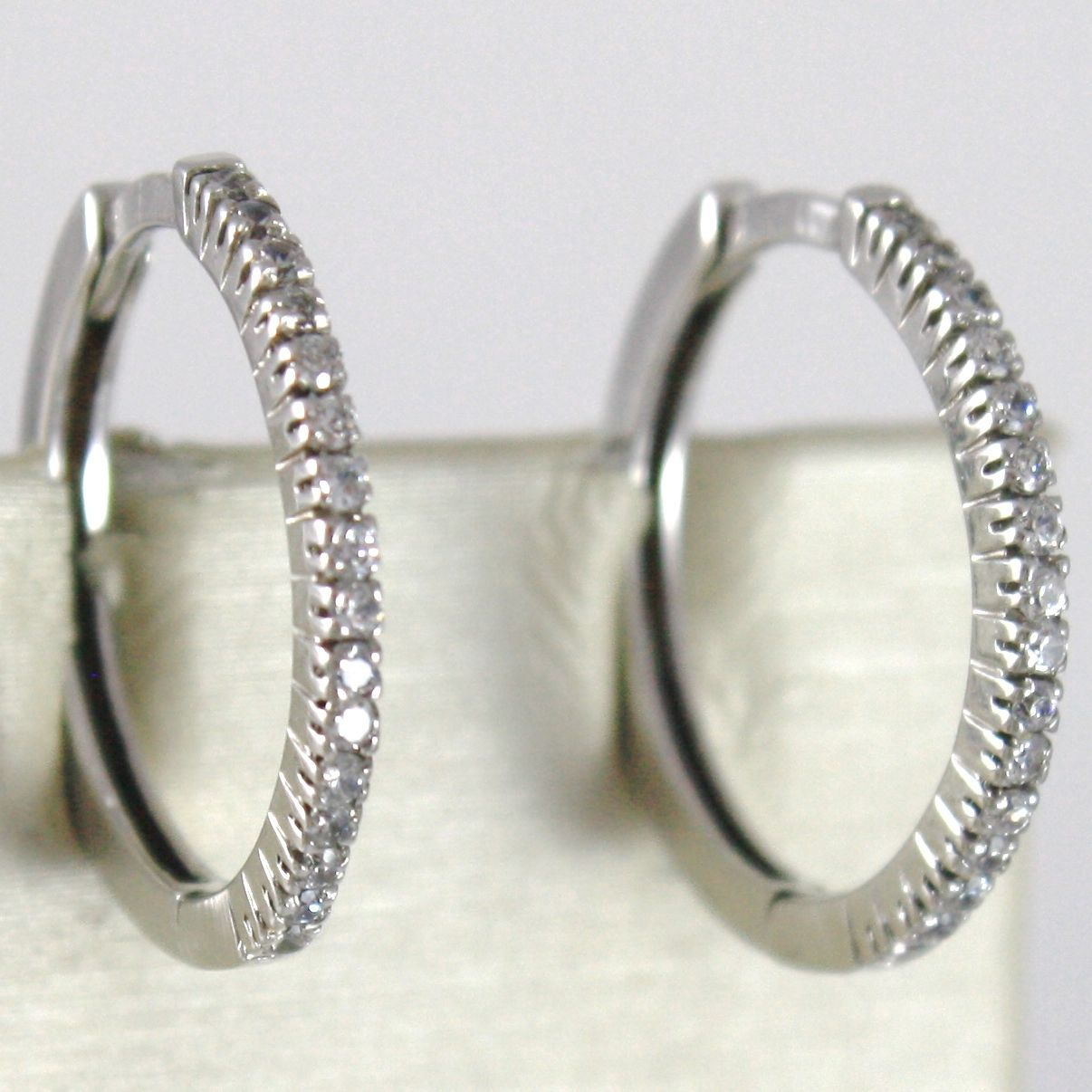 WHITE GOLD EARRINGS 750 18K CIRCLE, DIAMETER 1.9 CM, WIDTH 1 MM, ZIRCON