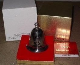 Kirk Stieff Musical Bell I Saw Mommy Kissing Santa Claus 1989 - $69.99