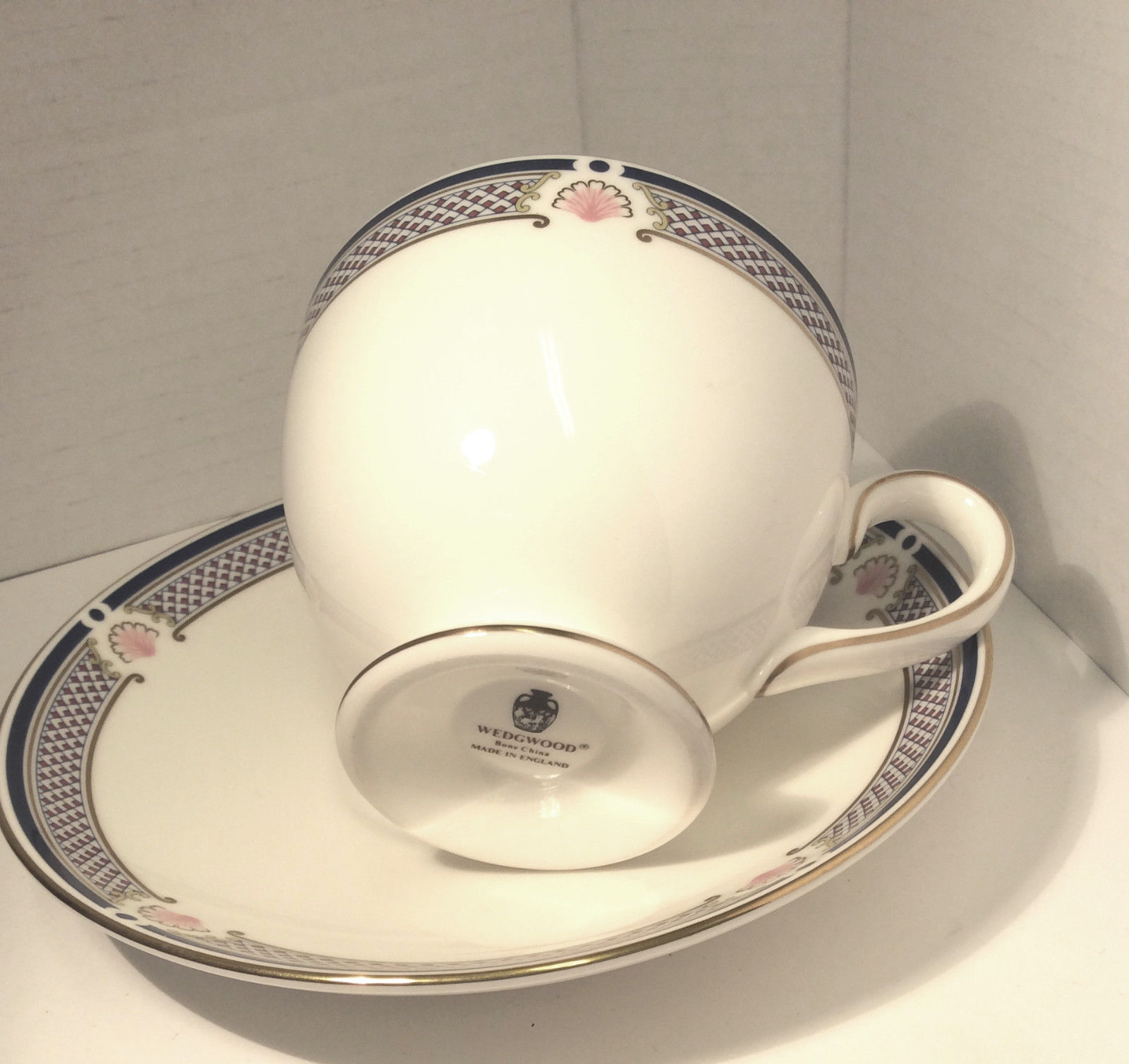 Wedgwood Waverley China TEA CUP & SAUCER, Excellent conditon - Nice Gift image 2