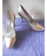 "Jessica Simpson Pumps Shoes Heels Gold & Silver Metallic sz 8B 4"" heels - $16.24"