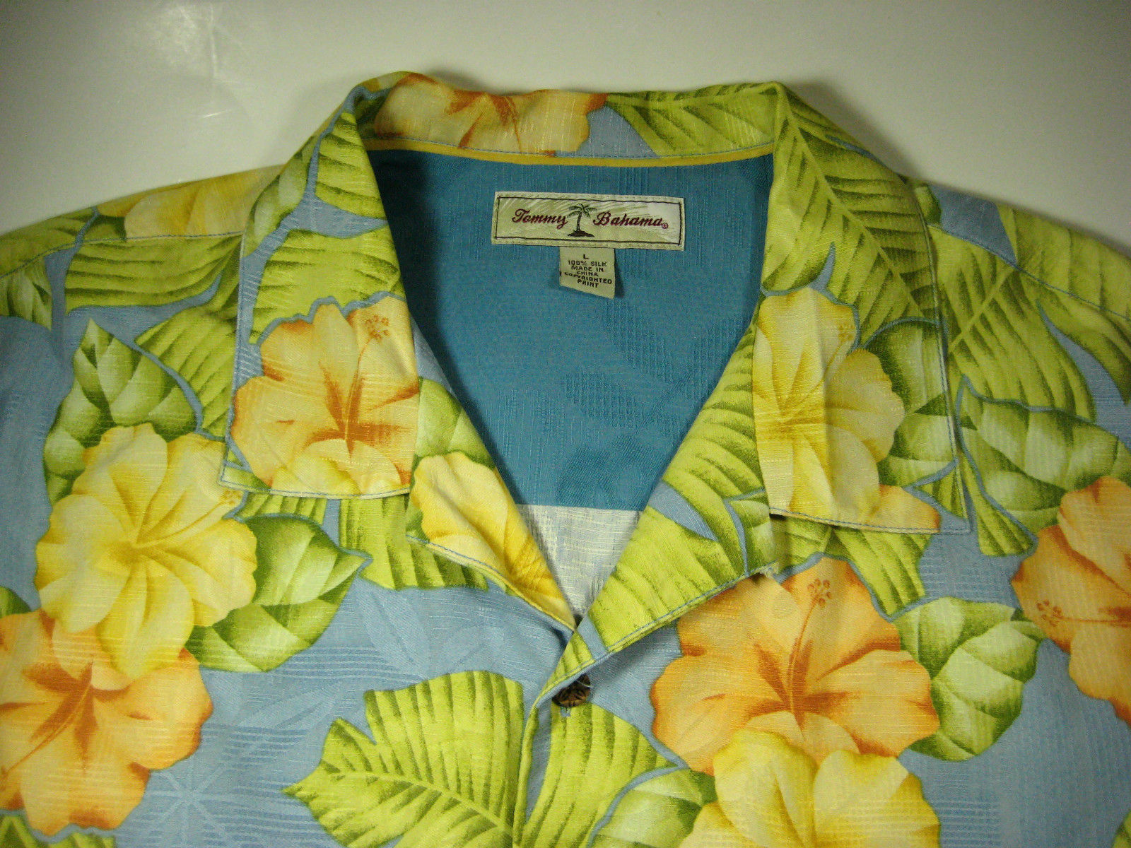 Tommy Bahama Lg Light Blue With Yellow Flowers 100 Silk Excellent