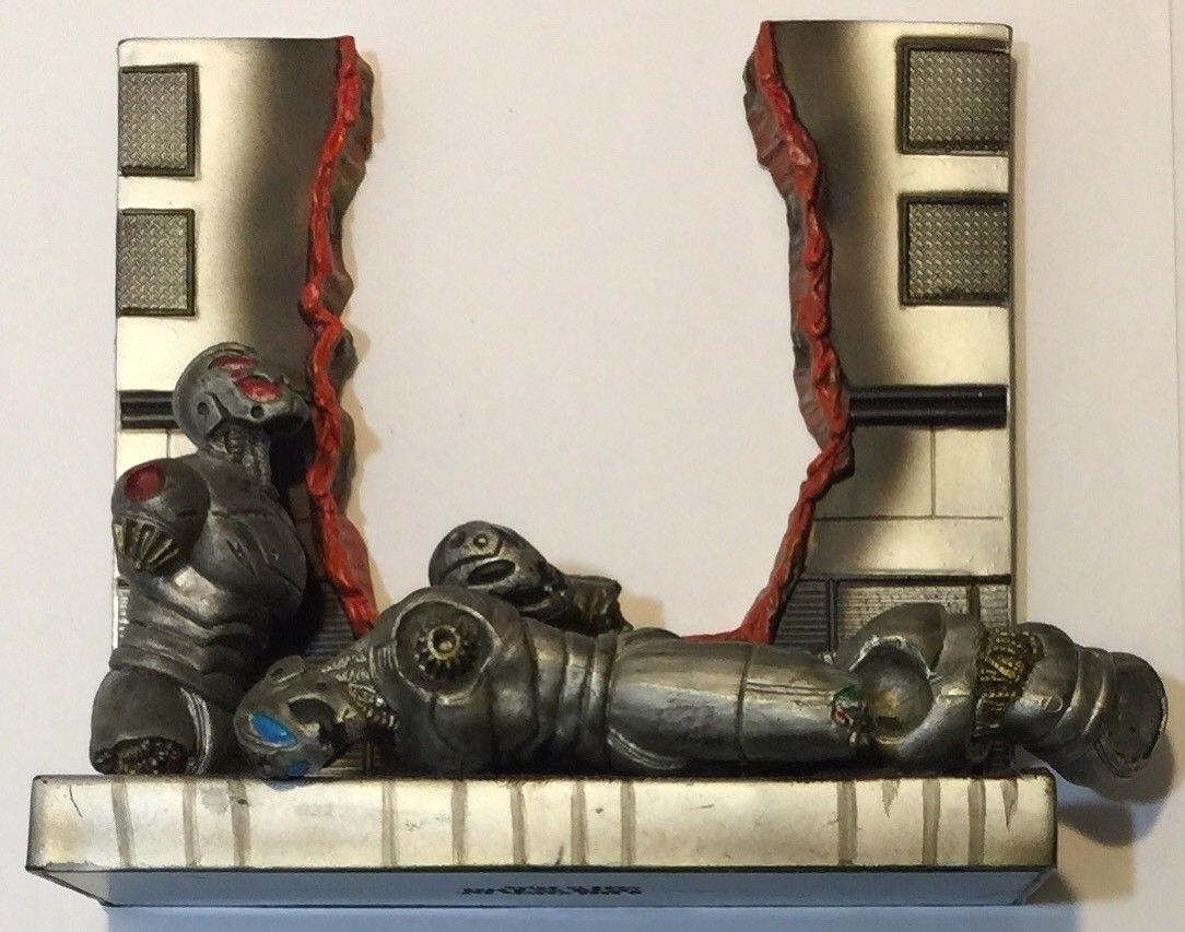 Marvel Legends Tony Stark Iron Man Defeated Ultron Base Accessory 2005 Toy Biz