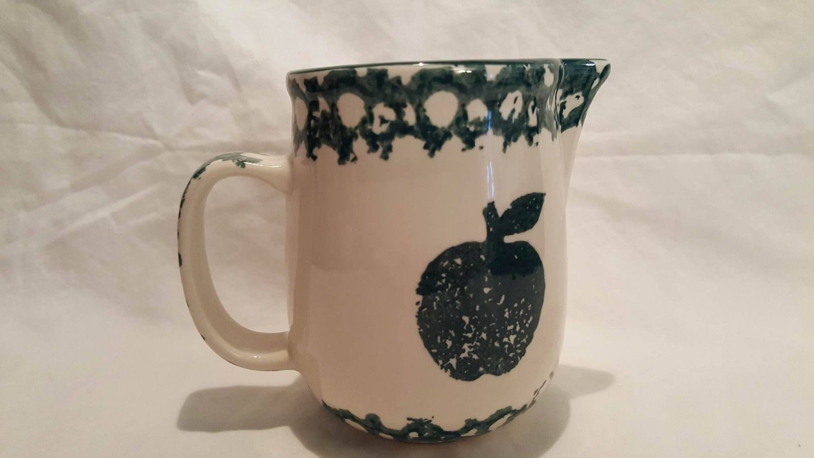 Tienshan Folk Craft APPLE Green Sponge Creamer Cup 4 Inches excellent