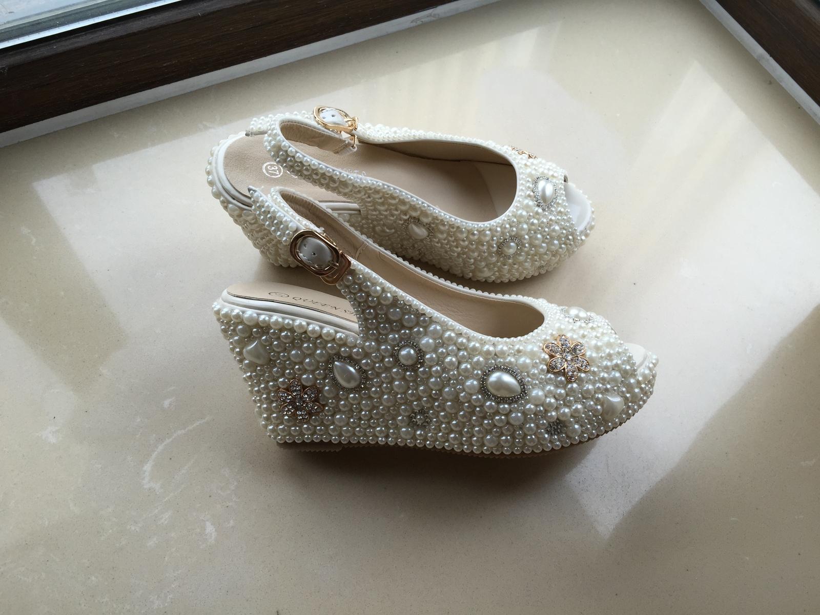 bridal woman sandlas ivory pearls gold rhinestone flowers wedding wedge shoes