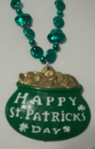 "Green Happy St Patrick's Day ""Pot Of Gold"" Mardi Gras Bead Necklace Sham... - €4,07 EUR"