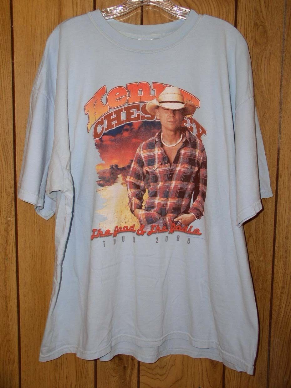 Primary image for Kenny Chesney Concert Tour T Shirt 2006 Road And The Radio