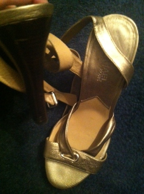 MICHAEL KORS gold leather SHOES 8 prop worn by Piper Perabo in Because I Said So