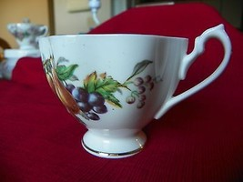 VINTAGE QUEEN ANNE FINE BONE CHINA TEA CUP - ENGLAND - €7,87 EUR