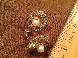 "1"" Clip on Gold Tone Rhinestone Earrings two joined loops Faux pearl center - $10.45"