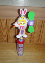 2016 M&M YELLOW CHARACTER COLLECTIBLE LIMITED EDITION EASTER CANDY FAN - $8.80