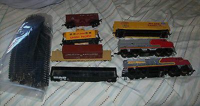 Vintage HO Backmann LifeLike Santa Fe Union Pacific Train Set