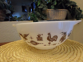 Vintage 2 1/2 QT Pyrex Mixing Bowl - Early American - $14.99
