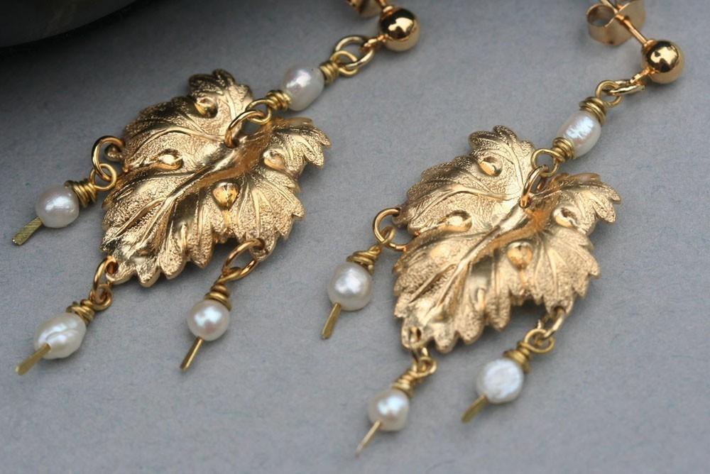 White Pearl Earring , Gold Leaf Earrings, Bridesmaid's Earrings, Wedding Jewelry