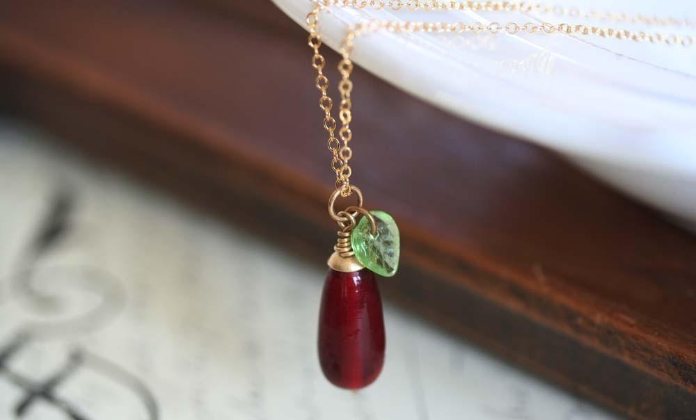 GARDEN LOVE - Valentine Necklace - Valentine Red Jewelry - Red Necklace - Green