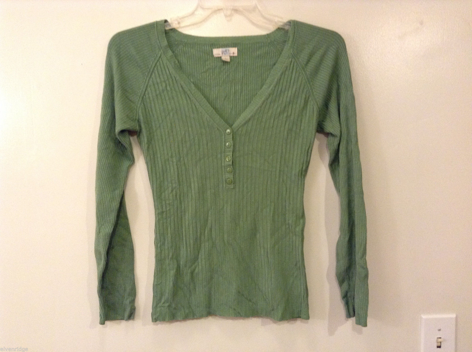 wearitdeclareit Women's Size L Green Top Ribbed Henley V-Neck Shirt Long Sleeves
