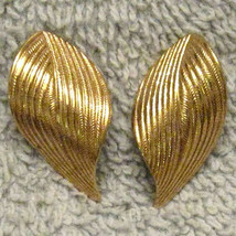 Textured Swirl Pattern Earrings Gold Plated Hypo Allergenic Posts 1980s Vintage  - $12.82