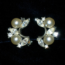 Vintage LISNER Glass Pearl Rhinestone Bridal Clip Earrings Rhinestone Pearl Wedd - $25.00