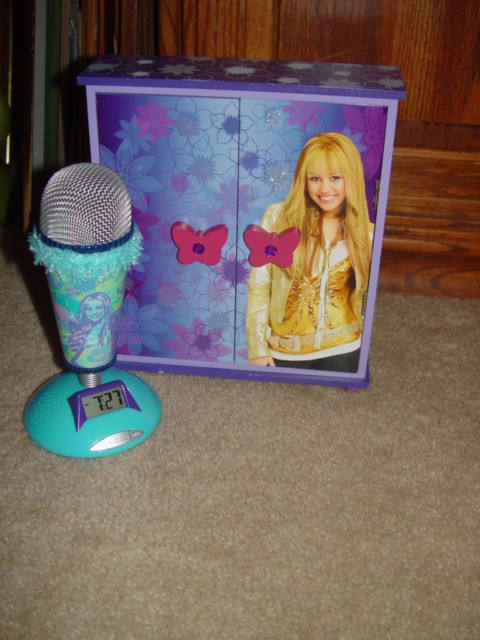 Primary image for Miley Cyrus - Disney's Hannah Montana Microphone Clock & Jewelry Box