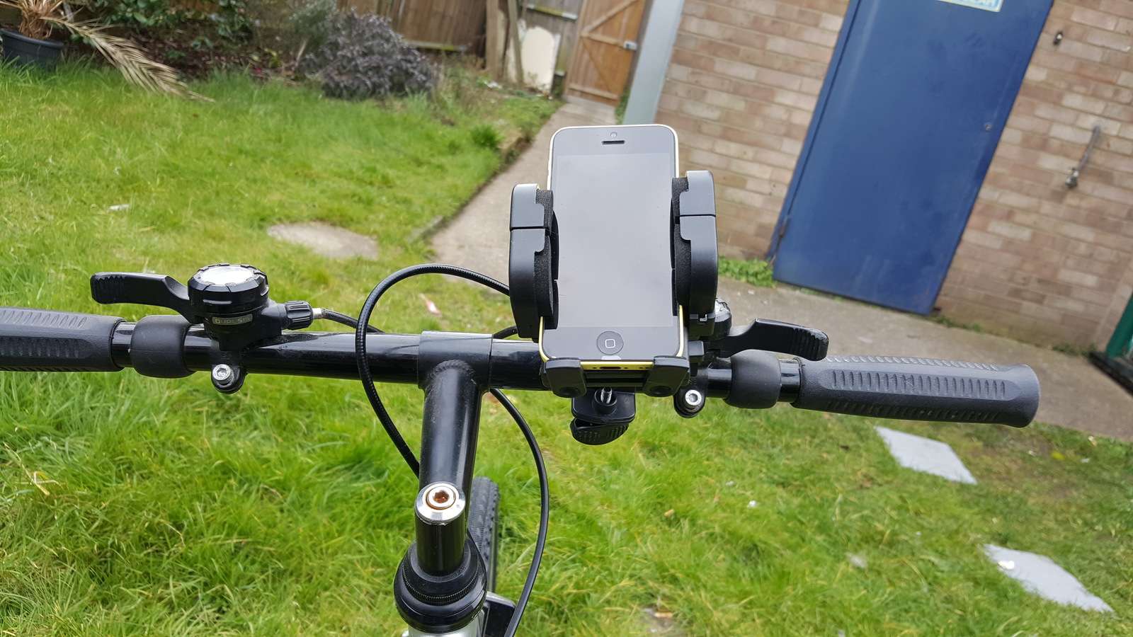 INTELLIGENT PHONE HOLDER FOR YOUR BIKES? 360* MOVEABILITY ALL PHONES/PDS/GPS/MP4