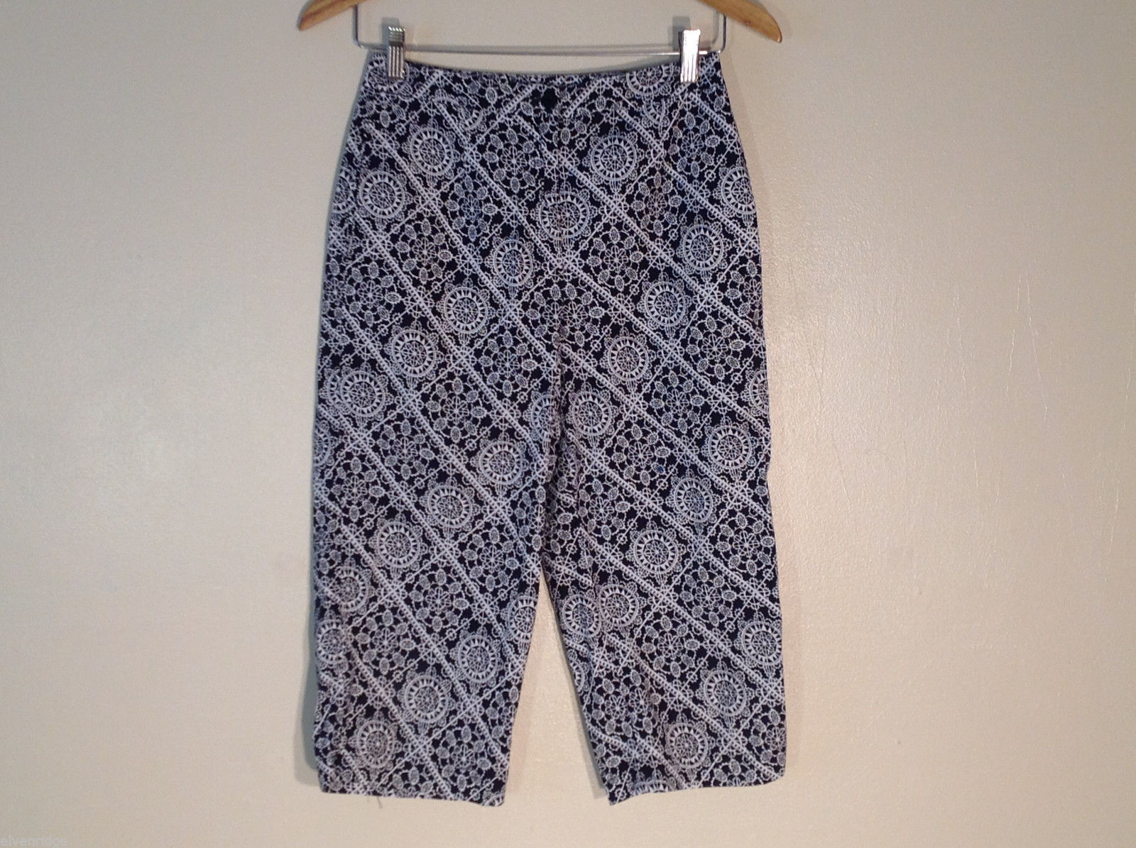 Womens Talbots black and white print capri pants size 4 petite
