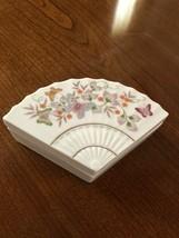 Vintage 1980 Avon Fan Shape Floral & Butterflies Trinket Box Lid Excellent - $5.93