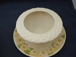 Metlox Poppy Trail Sculptured Daisy Gravy Boat Good Used Condition - $15.00