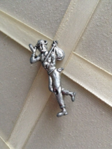 Vintage Silver Tone Hobo Carrying Sack Fashion Brooch Pin - $15.00