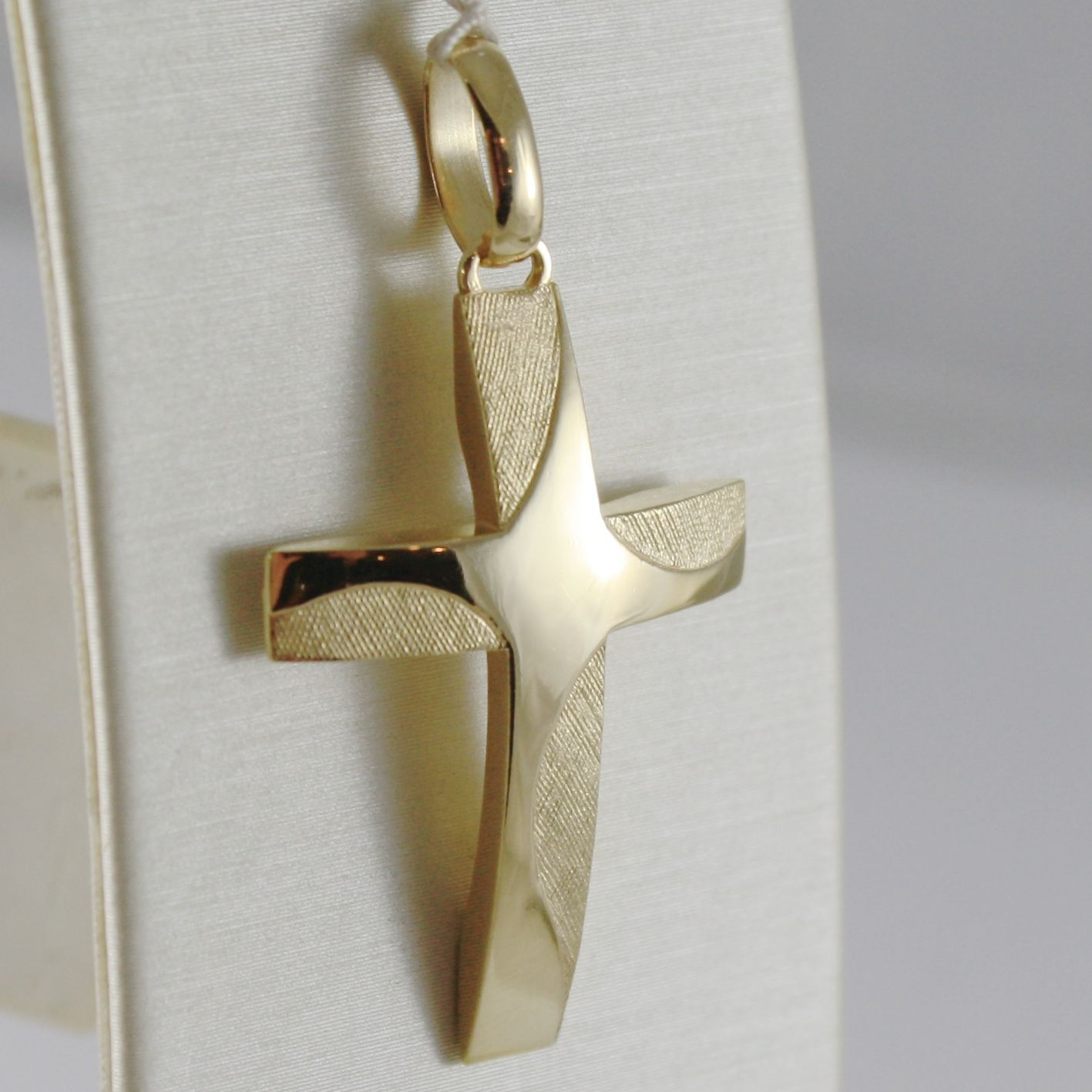 18K YELLOW GOLD CROSS SATIN SQUARED FINELY WORKED, 1.54 INCHES MADE IN ITALY
