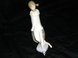 "NEW GLAZED LLADRO FIGURINE ""GIRL WITH MOTHER'S SHOE"" SITTING ON OTTOMAN ... - $178.19"
