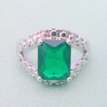 NOS Emerald Green Glass Stone Silver Plated Fashion Costume Ring Size 6.5 - $8.00