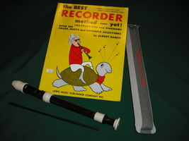Yamaha Soprano Baroque Recorder 302B Key Of C Includes Instruction Book - $17.00