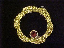 Pin Brooch Vintage Amethyst Purple Rhinestone Gold Wreath Circle - $8.85