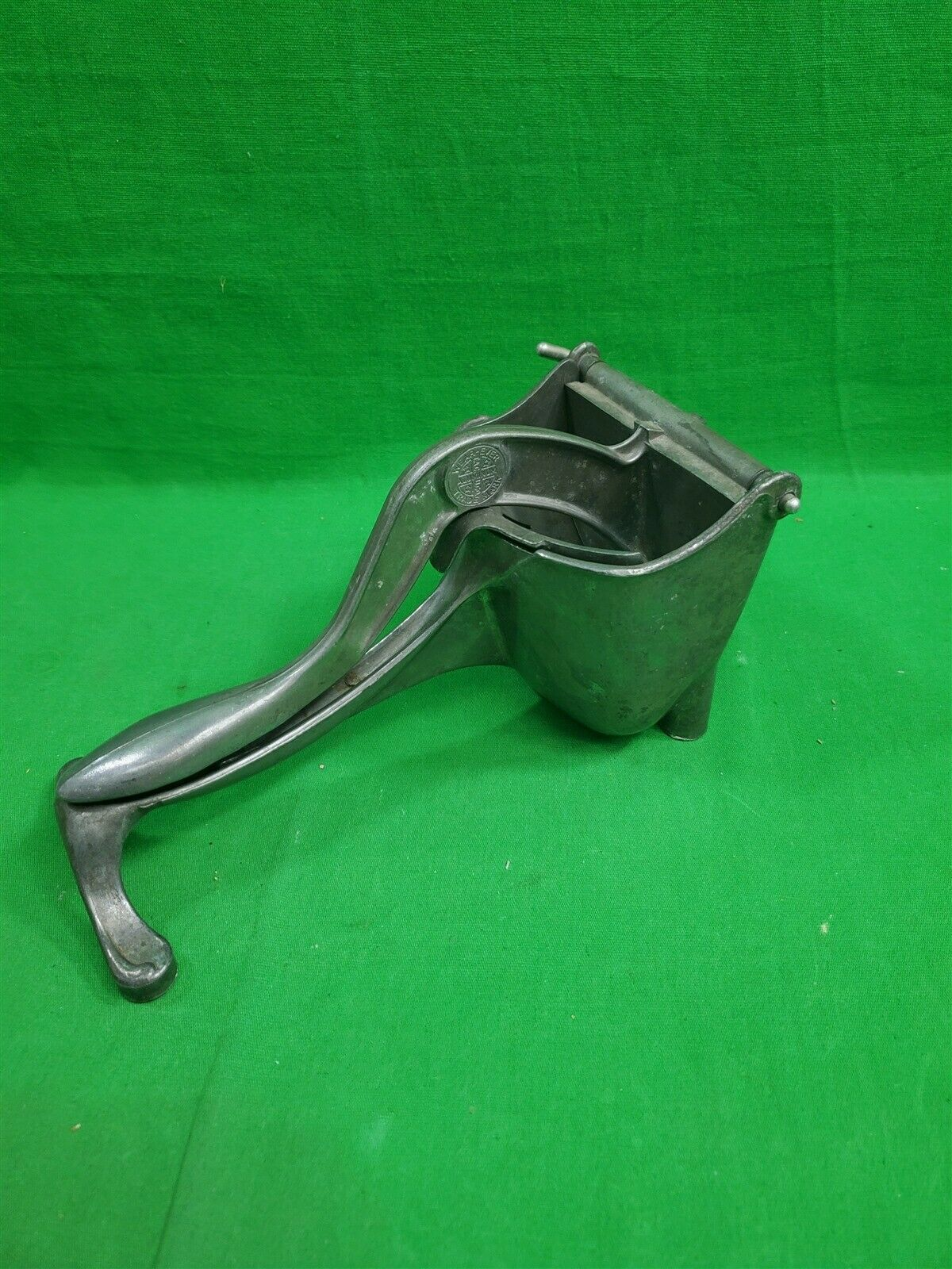 Vintage Wear-Ever Aluminum Hand Juicer Fruit Press ~ Made in USA ~ Citrus - $43.90