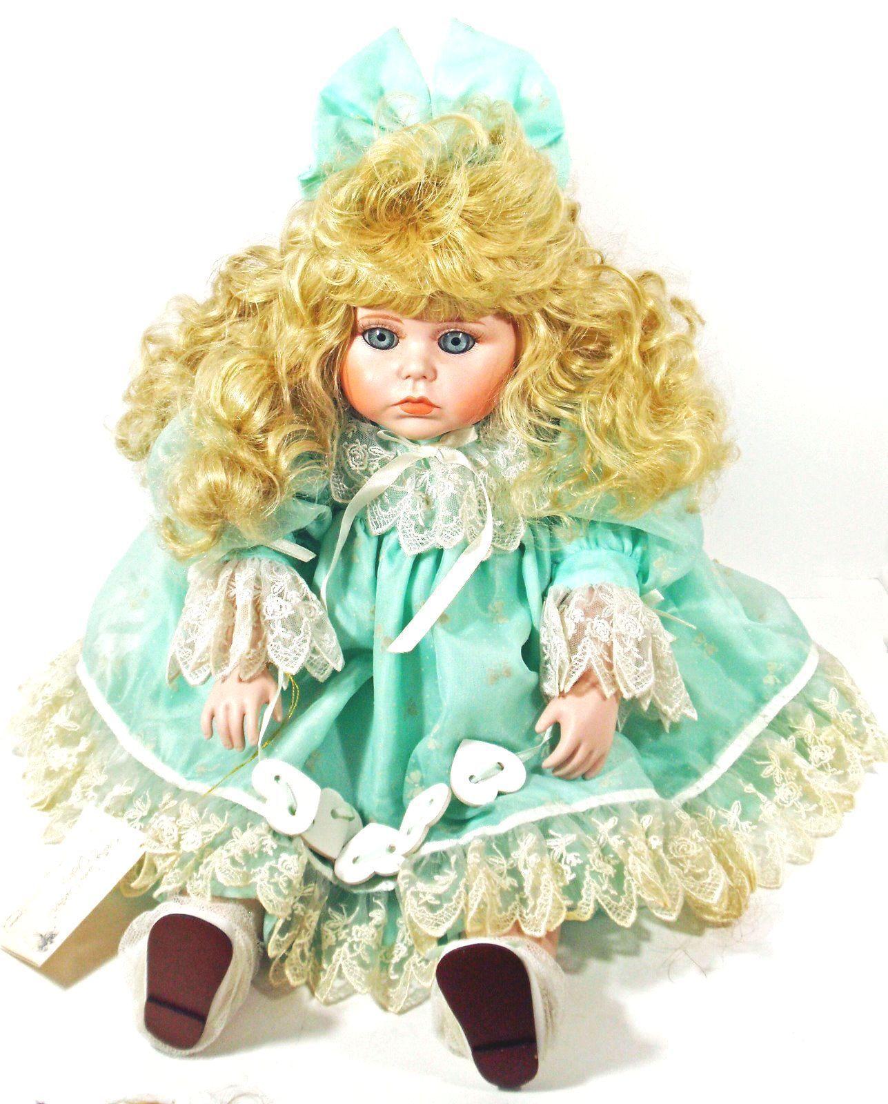 Doll Blond Blue Eyes Betty Jean Carter for Goebal Music Box (B16B28) - $29.69