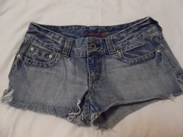 CUTE JUNIOR WOMAN SZ 2 AMERICAN EAGLE OUTFITTERS DENIM DESTROYED SHORTS ... - $14.84