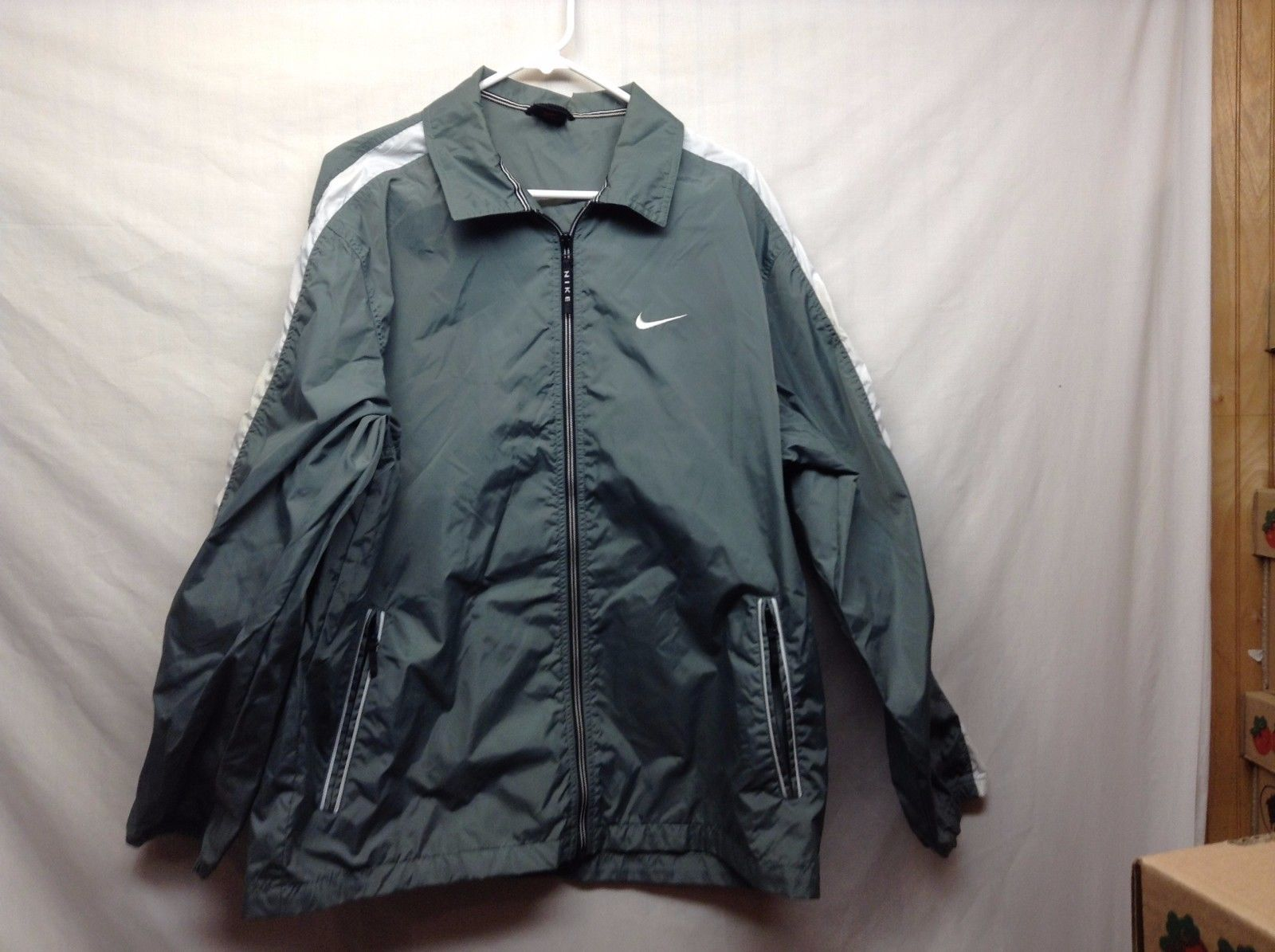 Men's Nike Light Green Light Weight Spring Jacket Sz Medium