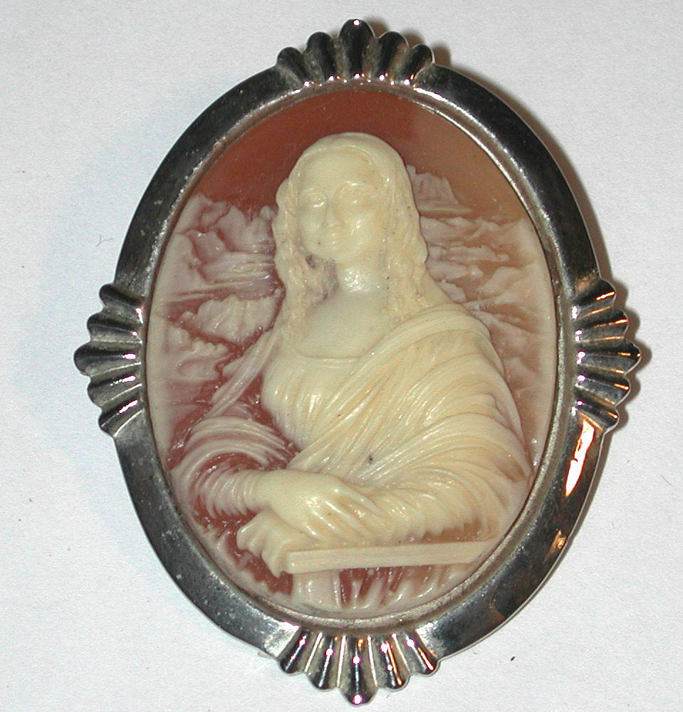 Mona Lisa Costume Jewelry Cameo Pin/Brooch vintage