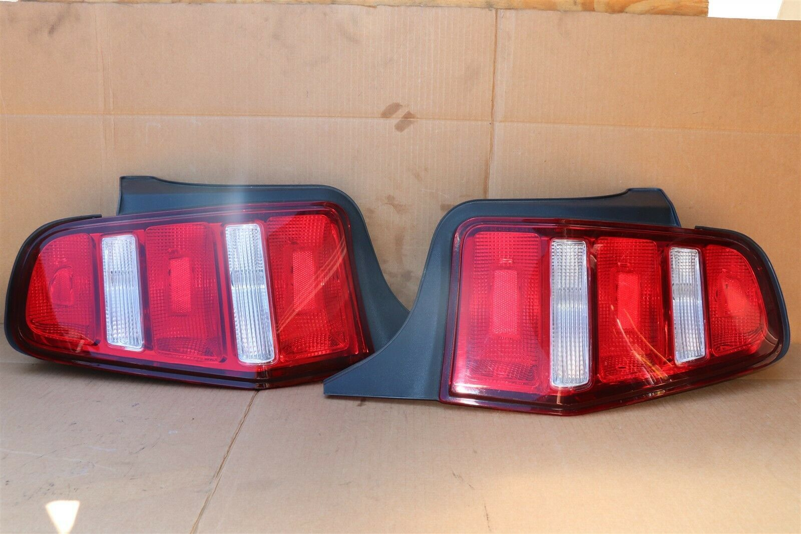 2010-12 Ford Mustang Taillight Tail light Lamp Set L&R
