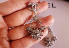 AUTHENTIC CHANEL 2015 CC LOGO STAR CRYSTAL DANGLE EARRINGS SILVER RARE image 11