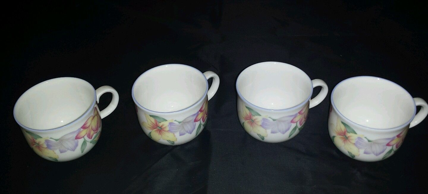 ROYAL DOULTON English China Cups Saucers bowls plates Expressions Blooms 4 set
