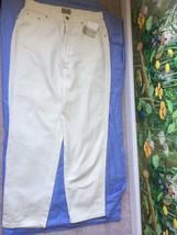 Liz Claiborne Petite Weekend Escape Women's Cream Pants SZ 10 NWT - $39.59