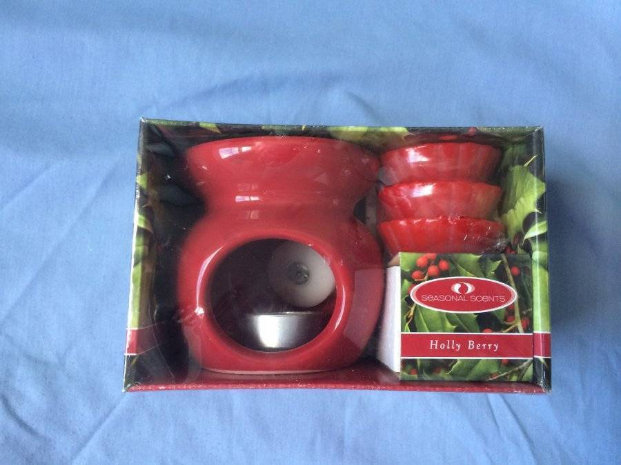 Primary image for Holly Berry Seasonal Scents Red Warmer with 3 Wax Disks New in Box
