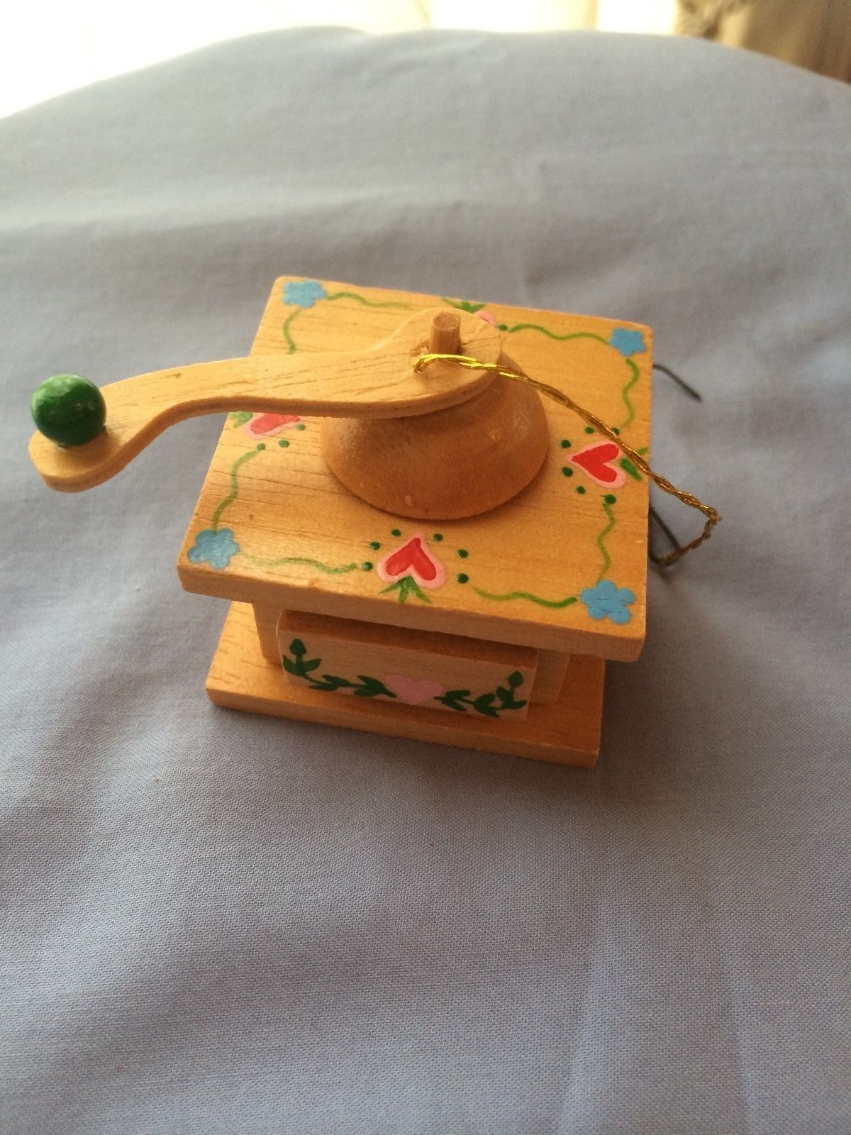 Primary image for Hand Painted Wooden Record Player Phonograph Music Box Ornament